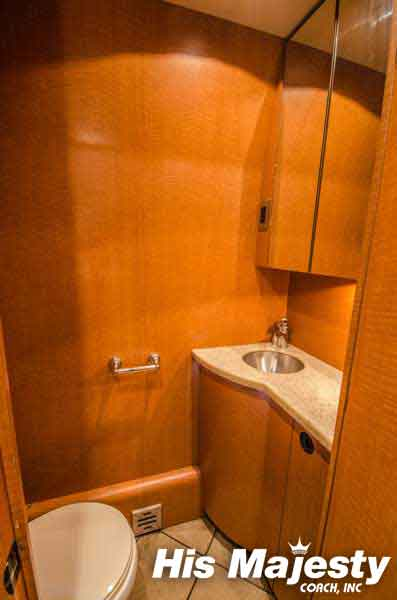 Entertainer Coach with Bathroom